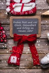 Weihnachtskarte klassisch in Rot, Weiß mit Holz und Text