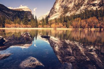 Fototapeta jesienne jezioro górskie