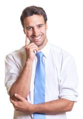 Lachender Geschäftsmann mit blauer Krawatte