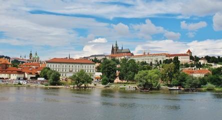 Prag, Blick von der Moldau zur Burg