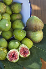 vertical composition of green figs