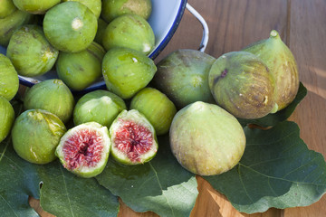 horizontal composition of green figs