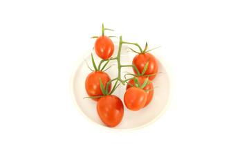 #FFFFFF小皿に載ったミディトマト