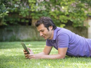 man tablet internet