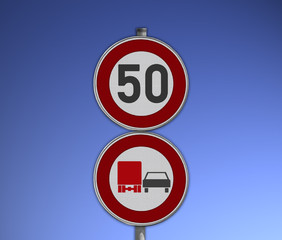 Verkehrsschild Tempo 50 und Überholverbot für LKW