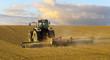 Obrazy na płótnie, fototapety, zdjęcia, fotoobrazy drukowane : Wiosenne pole,traktor orzący pole pod zasiewy