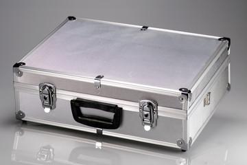 valigia in metallo