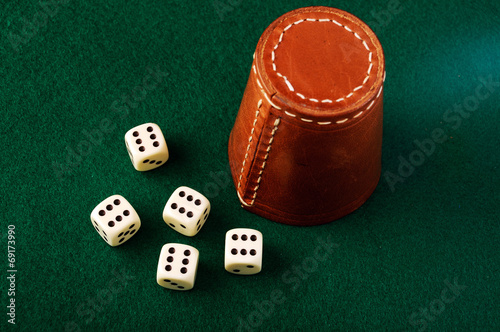 dice cup - 69173990