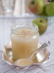 Hausgemachter Apfelmus in einem Glas