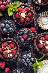 Choccolate tarts with berries
