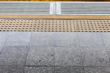 Tile for guidance blind