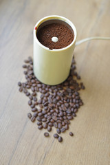 A blade or propeller coffee grinder on the table top.