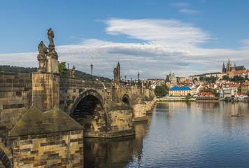 Прага вид на Влтаву и Карлов мост