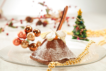 Pyramid cake frosted with powdered sugar in a Christmas arrangem