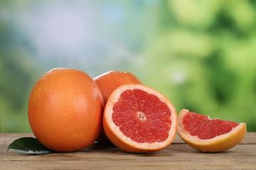 Grapefruit im Sommer mit Textfreiraum