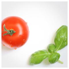 Tomate und Basilikum