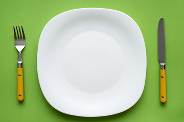 plate on green