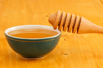 Honey in bowl with dipper