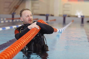 diver cleaning pools