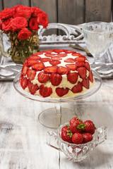 Strawberry cheseecake on cake stand