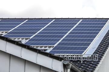 Dach mit Solarzellen © Matthias Buehner