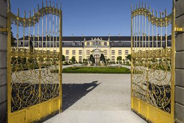 Goldenes Tor mit Galeriegebäude