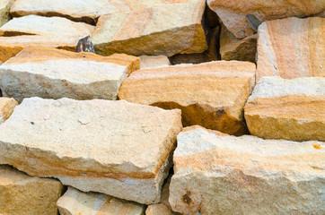 Sandsteine für Trockenmauer