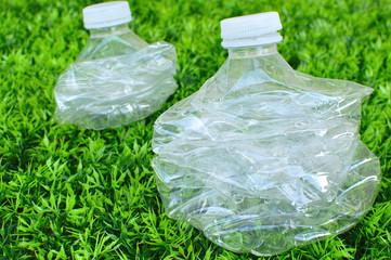 Bouteilles en plastique compactées