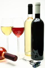 vino bottiglie e bicchieri