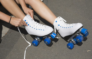 Fastening roller skate laces