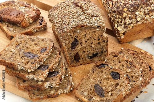Wholemeal bread with grains and plums - 69211353