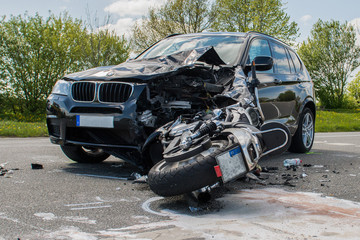 Verkehrsunfall - PKW gegen Motorrad
