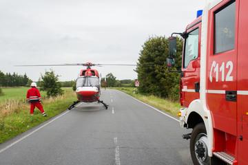 Rettungshubschrauber an Einsatzstelle