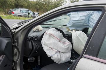 Ausgelöste Airbags nach Verkehrsunfall