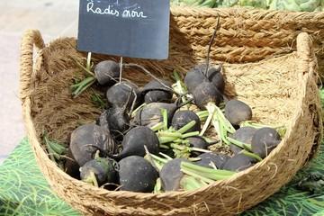Radis noirs au marché