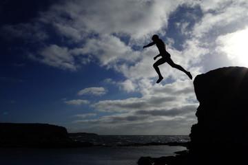 Hombre Saltando Al Agua
