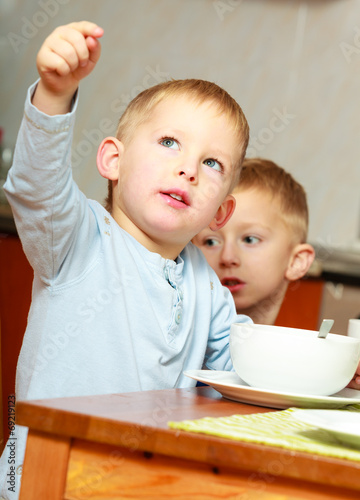 canvas print picture Two brothers boys kids children eating corn flakes