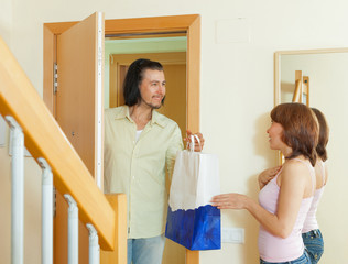 salesman offering great products for women at home