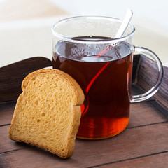 Tee und Zwieback