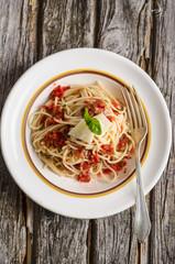 Spaghetti mit frischer Tomatensauce und Käse