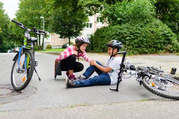 teenager stürzt mit dem fahrrad