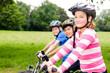 canvas print picture - freunde fahren zusammen fahrrad