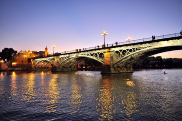 Puente de Triana al atardecer, Sevilla, España
