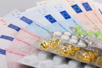 Tabletten und Geldscheine