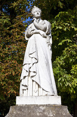 Statue of Marguerite d'Angouleme in Paris
