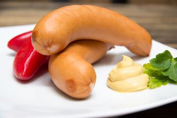 Bockwurst mit Senf und Paprika