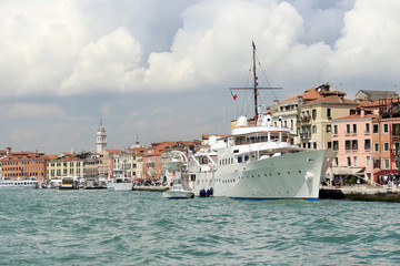 Yate en Venecia