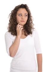 Junge enttäuschte und traurige Frau freigestellt auf Weiß