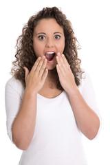 Junge erschrockene Frau mit offenen Mund vor Staunen