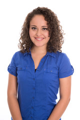 Glückliches junges Mädchen in Blau isoliert auf Weiß